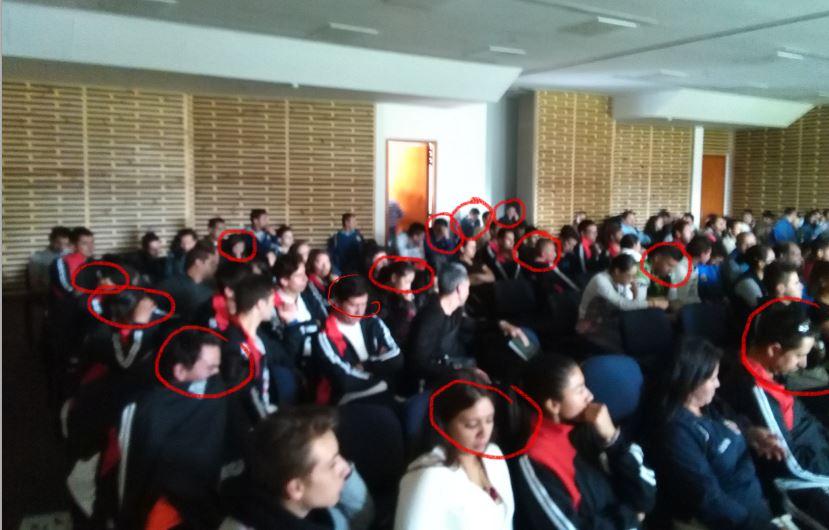 Dormidos en la conferencia de Cajicá